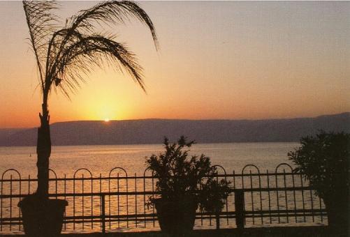 Sonnenuntergang am See Gennesaret im Heiligen Land