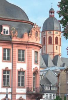 Durchblick vom Mainzer Schillerplatz mit Osteiner Hof nach St. Stephan